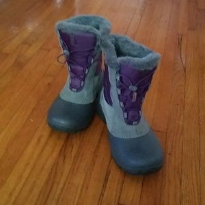Columbia boys 6/ women's 8 winter snow boots.